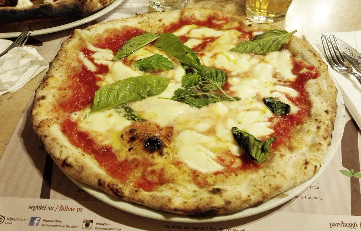 Concettina ai 3 Santi Pizza Margherita Napoli